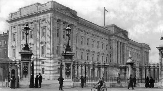 Header image for 10 Bars and Restaurants near Buckingham Palace